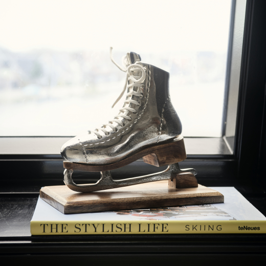 Lovely Ice Skate Statue